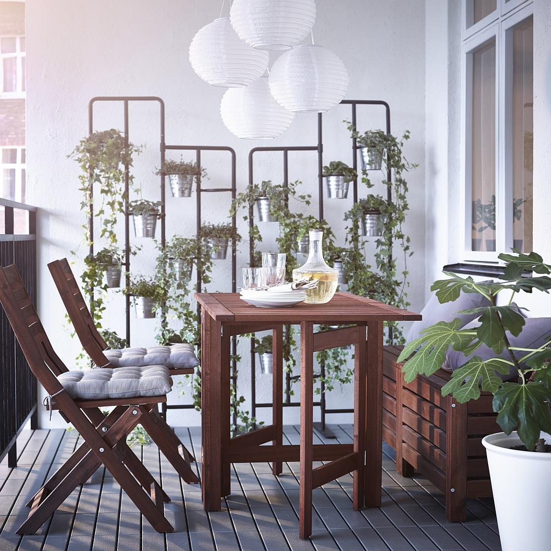 0dd9898b6 Väčšie balkóny znesú kreslá alebo pohovky, prípadne hojdaciu sieť. Veľkej  obľube sa tešia najmä prútené a ratanové záhradné ...